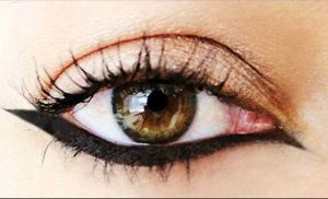 Classic Winged Under Liner for Shapely Definition