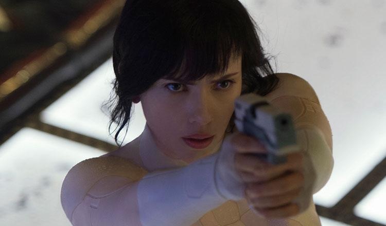Confira cinco minutos de 'A vigilante do amanhã', com Scarlett Johansson