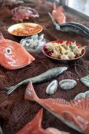 bordallo-pinheiro-serve-peixes-e-mariscos-na-cervejaria-ramiro_2