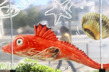 bordallo-pinheiro-serve-peixes-e-mariscos-na-cervejaria-ramiro_6