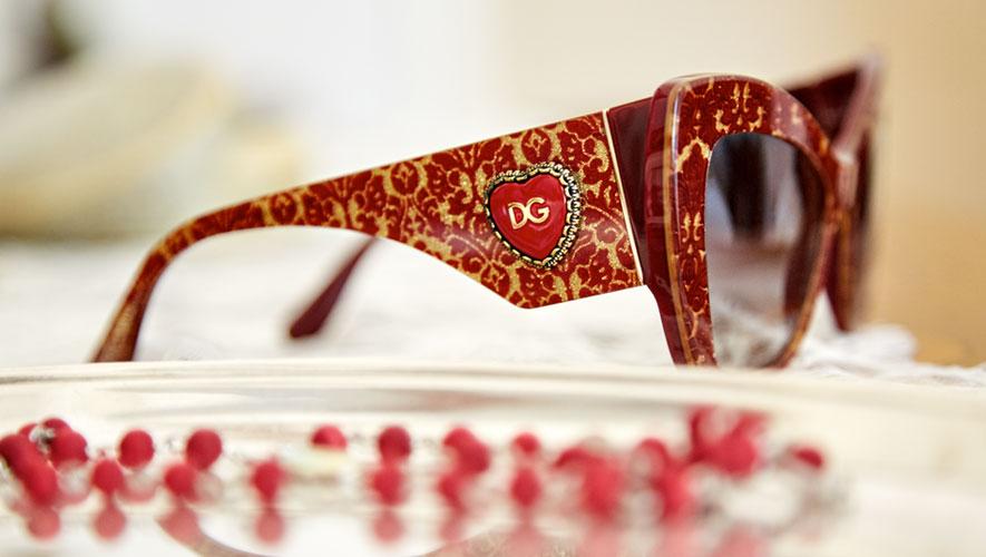... apreciadas por Domenico Dolce e Stefano Gabbana, é o detalhe precioso  que torna única a nova Coleção de Óculos Dolce Gabbana Outono Inverno 2018- 19. cb1d4ff769