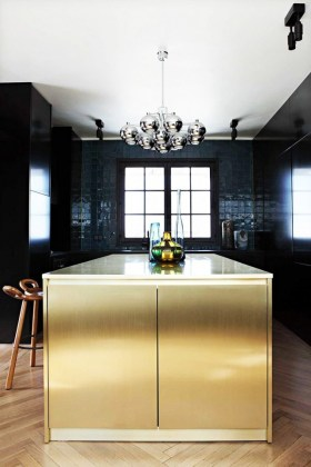 What s Hot  8 Beautiful Gold Brass and Hammered Metal Kitchens     contemporary kitchen gold backsplash gold and black modern