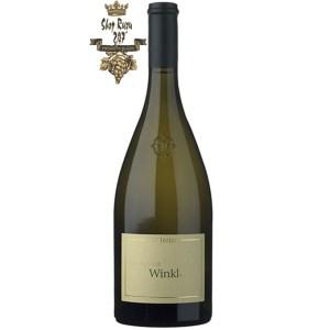 Winkl Sauvignon Blanc khi nhìn sẽ thấy có màu vàng rực rỡ với sắc xanh lá cây. Rượu mang hương từ quả chín như mơ, quýt, và chanh leo kết hợp với hương vị của cây cơm cháy