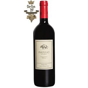 Insoglio khi nhìn sẽ thấy có màu đỏ đậm rất kích thích. Rượu mang hương thơm nồng nàn của trái cây chín màu đen, chút bánh mỳ nướng, cùng chút hương thơm thảo mộc
