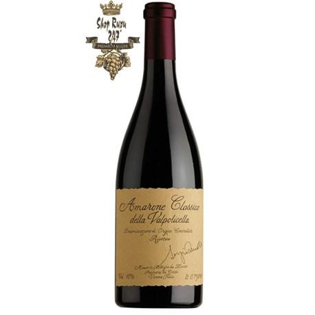 Vang Ý Zenato Amarone Della Valpolicella Riserve khi nhìn sẽ thấy có màu đỏ hồng dữ dội. Rượu mang hương thơm mạnh mẽ