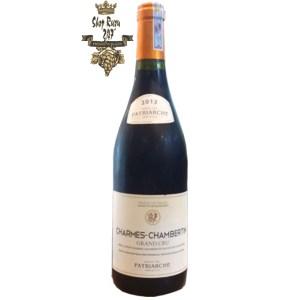 Rượu Vang Đỏ Patriarche Charmes Chambertin khi nhìn sẽ thấy có màu đỏ đậm sâu lắng. Rượu mang hương vị của các loại quả như: anh đào, quả mọng đỏ và thịt hun khói.