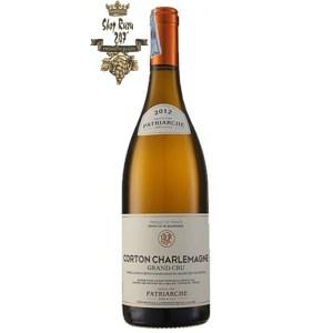 Rượu vang Đỏ Patriarche Corton Charlemagne khi nhìn sẽ thấy có màu vàng tơ tươi sáng ánh xanh. Rượu mang hương vị hài hòa
