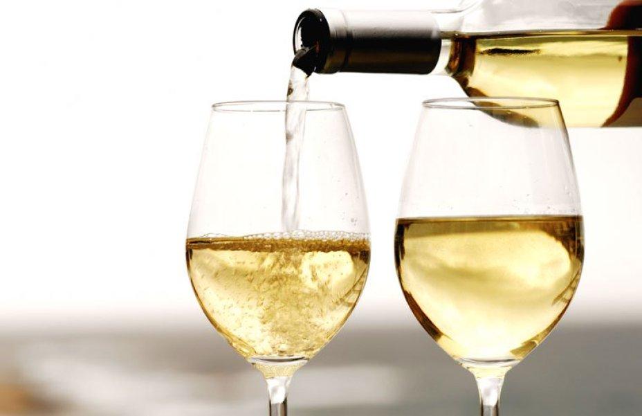 Làm rượu vang trắng