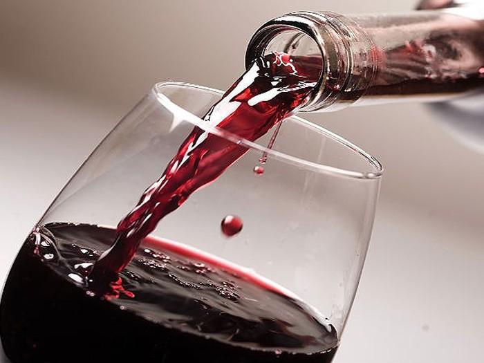 phân biệt rượu vang thật giả
