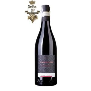 Rượu Vang Ý Amarone Classico Della Valpolicella Valerio Zenato có mầu ruby anh đào. Hương thơm của trái dâu đen, phúc bồn tử, mận
