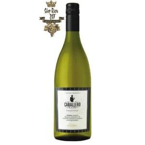 Vang Chile Argentina Caballero de la Cepa Chardonnay Finca Flichman có mầu xanh vàng đậm. Hương thơm của dứa, măng tây