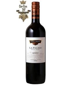 Rượu Vang Chile Đỏ La Palma Merlot có mầu đỏ tươi sáng. Hương thơm của các quả chín như anh đào, quả mọng đen, vani