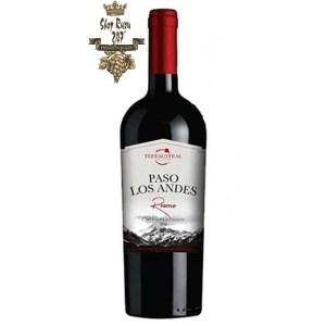 Vang Chile Paso Los Andes Selection Cabernet Sauvignon có màu đỏ đậm. Hương thơm của trái cây màu đỏ như cherry, mận và socola