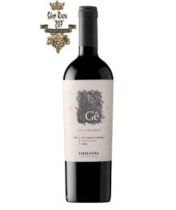 Rượu Vang Chile Đỏ GÊ Ensamblaje Emiliana có mầu đỏ ánh tím. Hương thơm của các loại trái cây mầu đen như mâm xôi, quả việt quất