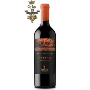 Rượu Vang Chile Đỏ Siegel Ketran có mầu đỏ tím tươi sáng. Hương thơm thanh lịch của quả chín, mận chín và quả khô. Hương vị mạnh mẽ của mận