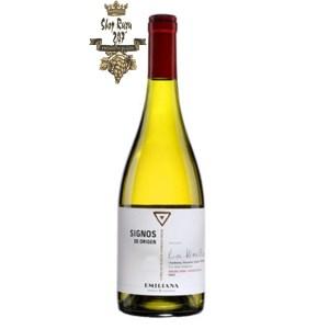 Vang Chile Trắng SIGNOS DE ORIGEN Chardonnay có mầu vàng rơm. Hương thơm của trái cây của đào, mơ với một chút trái cây mầu trắng
