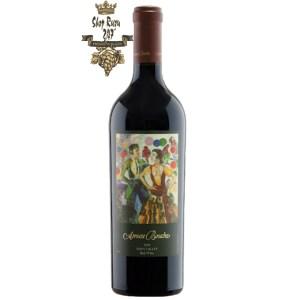 Amuse Bouche Red Wine có mầu tím đục rất sâu sắc và tuyệt vời. Hương thơm của nho đen và anh đào đen cùng gợi ý của cây hồi, quả việt quất cùng cây sồi