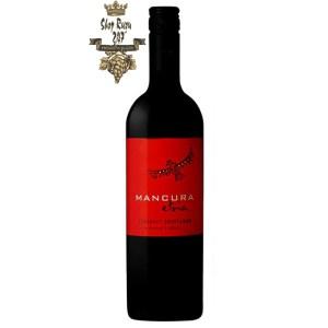Rượu Vang Chile Đỏ Mancura Etnia Cabernet Sauvignon có mầu đỏ ruby tươi. Hương thơm của quả mọng đen hòa lẫn với hương thơm