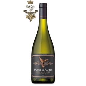 Rượu Vang Trắng Montes Alpha Special Cuvee Sauvignon Blanc có mầu vàng nhạt. Mùi hương của các loại trái cây nhiệt đới