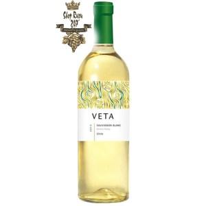 Rượu Vang Chile Trắng Veta Sauvignon Blanc có mầu vàng rơm đẹp mắt. Hương thơm của hoa phức hợp cùng hương thơm của trái cây và gia vị