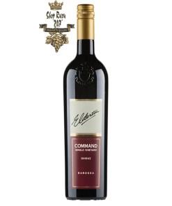 Vang Úc Command Single Vineyard Shiraz Old Vine 2010 Elderton có mầu đỏ tím đẹp mắt. Hương thơm của nho đen, hoa hồi