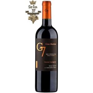 G7 Gran Reserva Carmenere có mầu đỏ ruby đậm với gợi ý tím. Hương thơm mạnh mẽ của anh đào và mận đen cùng ghi chú của mùi khói.