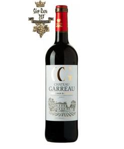 Rượu Vang Đỏ Chateau Garreau Bordeaux Superieur có màu đỏ hồng ngọc rực rỡ. Hương thơm quyến rũ của trái cherry, mận