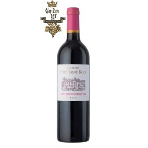 Rượu Vang Đỏ Pháp Chateau Haut Saint Brice Saint Emilion Grand Cru có màu đỏ tím đậm. Hương thơm lan tỏa của trái cây chín mọng cùng gợi ý