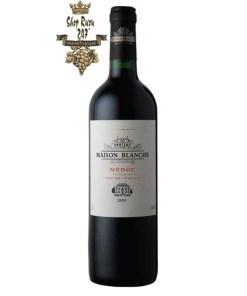 Rượu Vang Đỏ Pháp Chateau Maison Blanche có màu đỏ đậm. Hương vị ngọt ngào lan tỏa ban đầu sau đó là vị chát, nồng độ axit