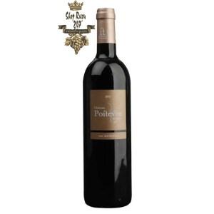 Rượu Vang Đỏ Chateau Roques Mauriac Grand Vin AOC Bordeaux Superieur có mầu đỏ đậm. Hương vị của trái mận đậm đà