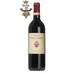 Rượu Vang Pháp Đỏ Chateau Fleur Cardinale có màu đỏ sâu đậm. Hương thơm là sự kết hợp của quả chín mọng hòa quyện với hương hoa