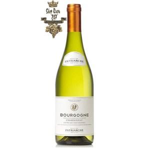 Patriarche Bourgogne Chardonnay có mầu vàng rơm đẹp mắt. Hương thơm thanh lịch của cam quýt, anh đào ngon ngọt.