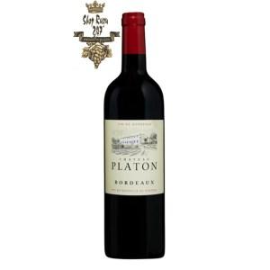 Rượu Vang Đỏ Chateau Platon Bordeaux có mầu đỏ ruby đậm. Château Platon nằm trong ngôi làng nhỏ của thành phố Ste-Radegonde, gần sông
