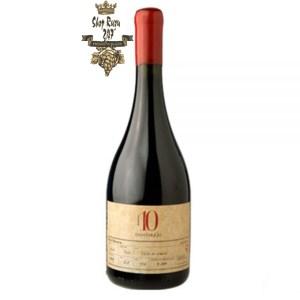 Chile 10 Gran Reserva Ocho Tierras Là chai rượu vang ngon nhất của chúng tôi. Nó có mầu đỏ đậm. Hương thơm phức tạp của mứt, anh đào đen, hoa hồng khô và cam thảo