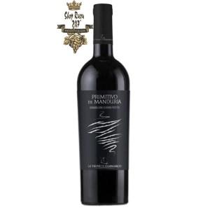 Le vigne di Sammarco Leve Primitivo di Manduria có một màu đỏ ruby ánh tím, và một hương thơm sang trọng của anh đào chín và mận với các ghi chú dễ chịu của ca cao và vani.