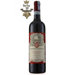 Santa Sofia Ripasso Superiore có mầu đỏ ruby đẹp mắt. Hương thơm của anh đào đen, mận khô, hoa khô, đinh hương, gỗ sồi mỹ, quế và rễ cam thảo