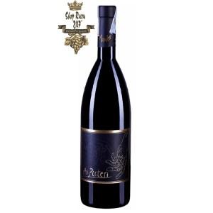 Rượu Vang Đỏ Ai Posteri (Chai 2 Bàn Tay) có mầu đỏ ruby đậm sâu. Hương thơm của hoa quả chín, café, socola và các mùi thảo mộc. Hương vị mềm mại, tròn trịa với cấu trúc cân bằng và tannin mượt mà.