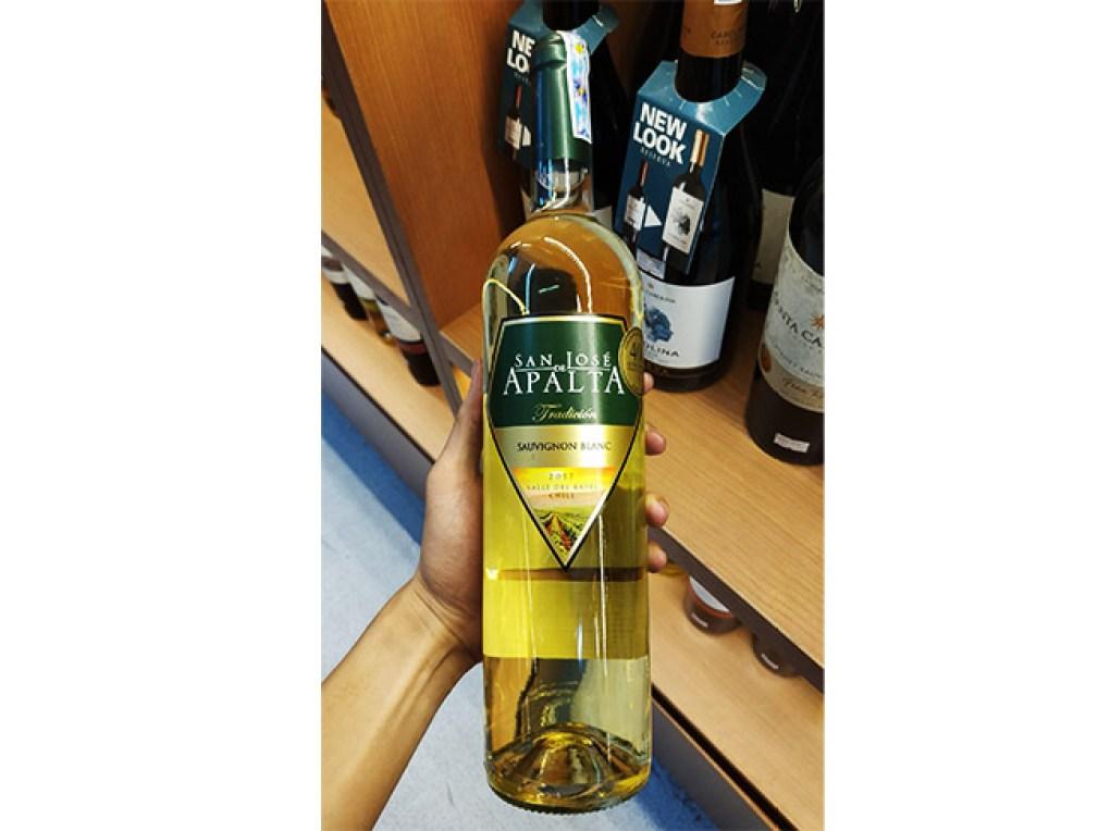 Trên tay chai Apalta Sauvignon Blanc