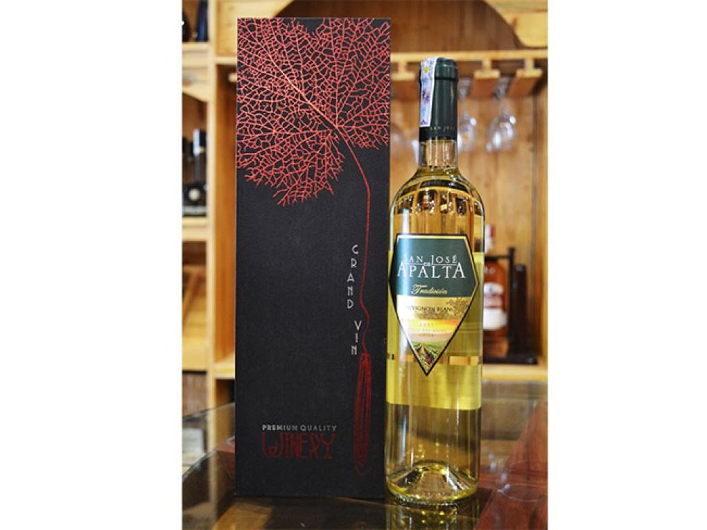 Apalta Sauvignon Blanc Bên Hộp Đựng (Ảnh tại Shop rượu vang 247)