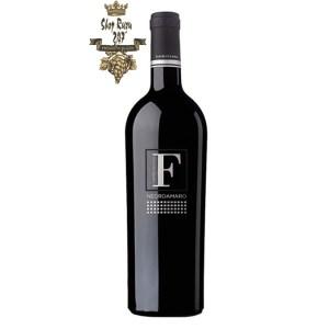 Rượu Vang Đỏ F Negroamaro Limited có mầu đỏ đậm ánh tím đầy đủ và sâu sắc. Hương thơm phong phú, phức tạp của quả sim, quả lý đen, phúc bồn tử cùng hương vị của mận chín xen lẫn vị vani ngọt ngào