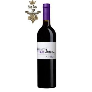 Rượu Vang Đỏ Pháp Mas Janeil có mầu đỏ hồng sâu. Hương thơm dữ dội với các điểm nhấn của cam thảo, các loại trái cây đen