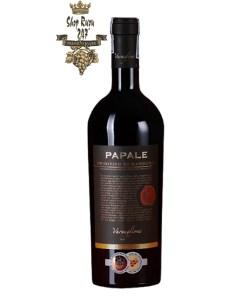 Rượu Vang Đỏ Papale có mầu đỏ sẫm ánh tím tuyệt đẹp. Hương thơm phong phú của mứt trái cây, nho đen, mâm xôi, anh đào, ca cao và cam thảo.