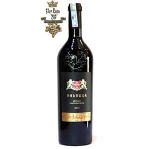 Rượu Vang Đỏ Malnera Merlot Malvasia Nera (New Label) có mầu đỏ ngọc lựu. Hương vị đặc trưng là chát, chua và chút vị ngọt cùng hòa quyện với nhau trong khoang miệng đem lại một cảm giác sảng khoái đam mê cho người thưởng thức.