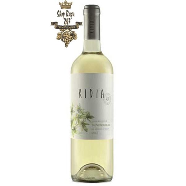 Chile Kidia Sauvignon Blanc có mầu vàng sáng ánh xanh tươi đẹp. Hương thơm của các loại hoa quả như cam quýt, các loại thảo mộc và bưởi.
