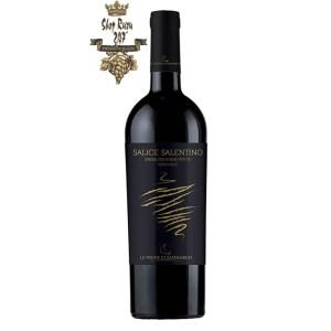 Le vigne di Sammarco Salice Salentino Riserva có một mầu đỏ hồng ngọc mãnh liệt. Hương thơm của trái cây chín đỏ, gia vị với sắc thái của gỗ, trà và hổ phách