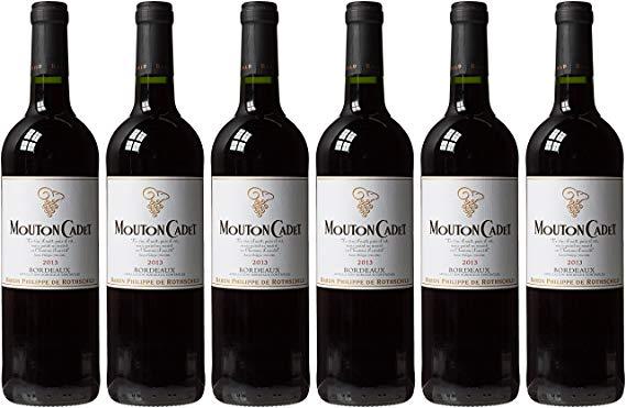 Rượu Vang Đỏ Baron Philippe de Rothschild Mouton Cadet Red Edition có mầu đỏ đậm đẹp mắt. Hương thơm quyến rũ lan tỏa của các loại trái cây đen
