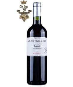 Vang Đỏ Château Chantemerle Cru Bourgeois Jean Baptiste Audy có mầu đỏ đẹp mắt. Hương thơm của quả lý chua, mận và anh đào đen