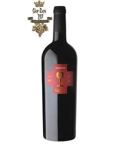 Rượu có màu đỏ đậm. Hương thơm ấn tượng lan tỏa bởi sự kết hợp của trái cây chín và cherry đen. Rượu có cấu trúc tuyệt vời với vị chín mọng của trái cây