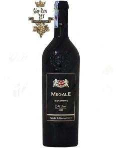 Megale Negroamaro Old Vines (New Label) có mầu đỏ ánh tím tuyệt đẹp. Hương thơm của trái cây, nho khô, dâu tây
