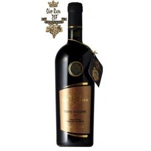 Santi Nobile Nero Terre Siciliane có mầu đỏ ánh tím đặc trưng. Hương thơm của hoa quả chín, hương anh đào, mâm xôi đen và lựu